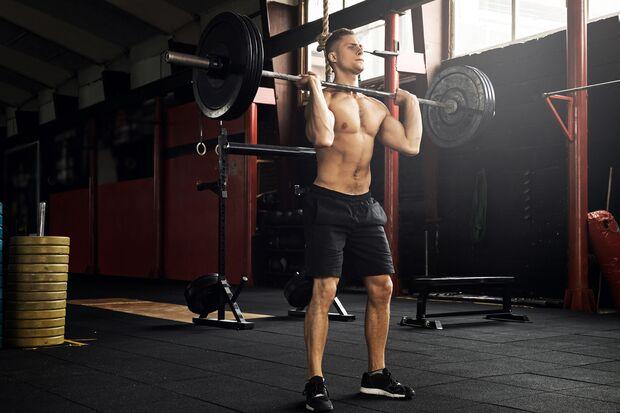 Je mehr große Muskeln trainiert werden, desto mehr den Aufbau fördernde Hormone werden freigesetzt