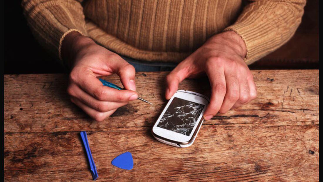 Je nach Modell können Sie Geld sparen wenn Sie Ihr kaputtes Smartphone Display selbst reparieren