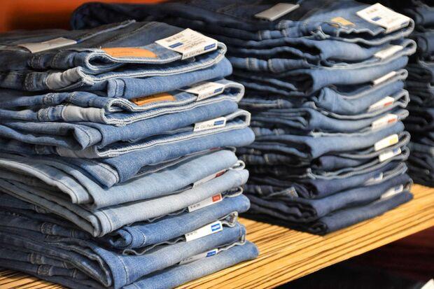 Jeans-Stapel Shop