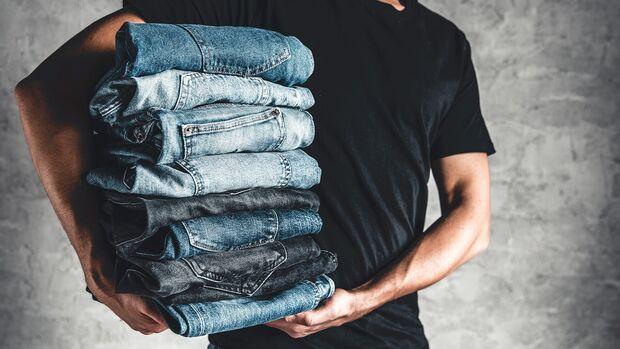 Jeansstapel Mann