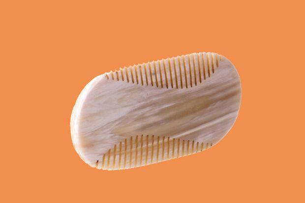 Kamm für das perfekte Bartstyling