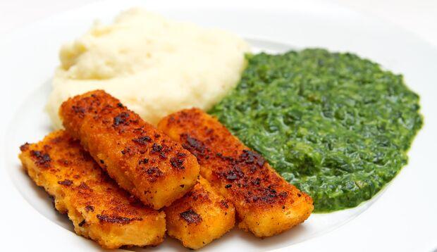 Kartoffelpüree mit Spinat und Fischstäbchen