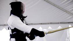 Kendo Kämpfer mit Schwert