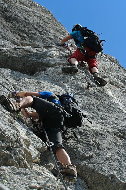 Klettersteiggehen ist eine Mischung aus Wandern und Klettern