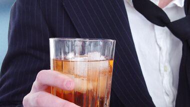 Koffein in Cocktails macht nicht wach, sondern verleitet zu dummen Entscheidungen