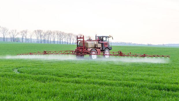 Konventionelle Landwirtschaft setzt Pestizide ein