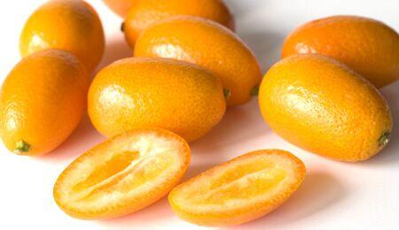 Kumquats sind vier Zenitemter lang und pflaumenförmig