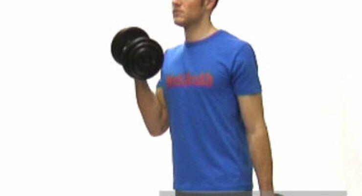 Kurzhantel-Curls:<br /> Leichte Schrittstellung, Wirbelsäule durchstrecken. Gewichte mit gestreckten Armen neben dem Körper, Handflächen zueinander.<br /> Einen Arm beugen, Handrücken nach vorne drehen, Hantel zur Schulter, zurück. Oberarm am Körper lassen.