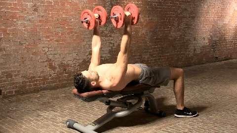 Kurzhantel-Workout für starke Arme und Schultern
