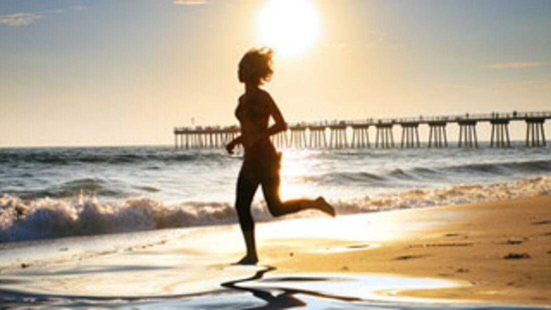 Läuferin am Strand