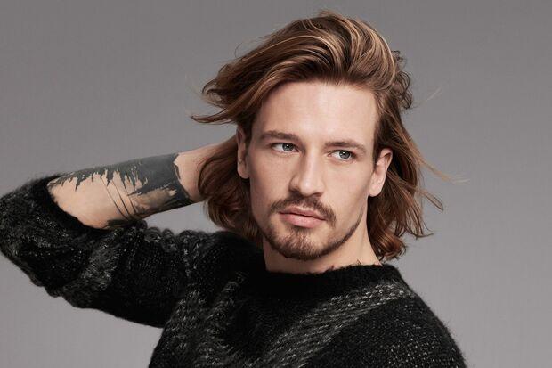 Lange Haare für Männer sind jetzt Trend