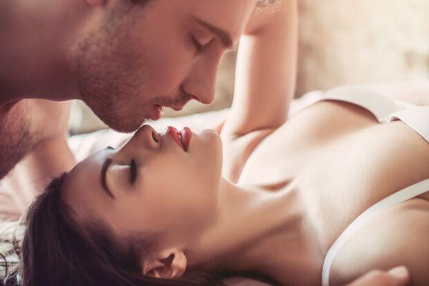 Leidenschaftliche Küsse gehören zum Petting