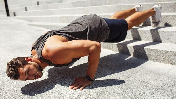 Liegestütze trainieren Brust, Schulter und Trizeps
