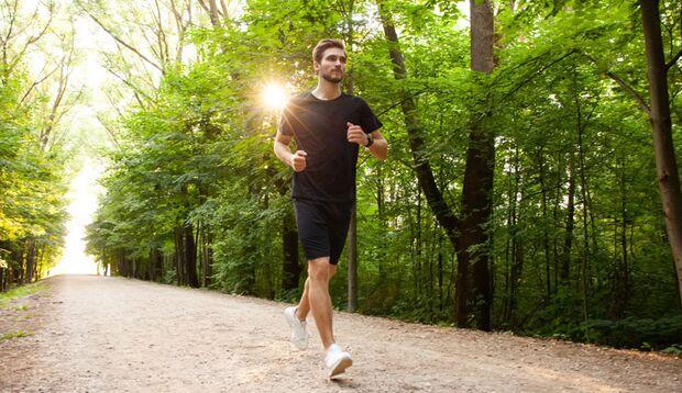 Lockeres Laufen in reizarmer Umgebung kann Migräne-Symptome mildern