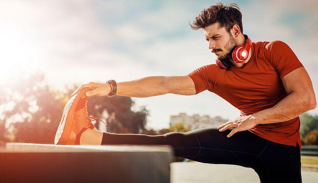 Machen Sie Ihre Muskeln mal richtig lang – nach dem Training eignen sich passive Stretches dazu am besten.