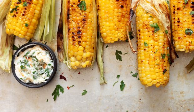 Maiskolben zu grillen ist super einfach und super lecker