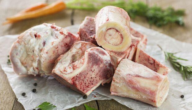 Markknochen sorgen für einen intensiven Geschmack der Knochenbrühe