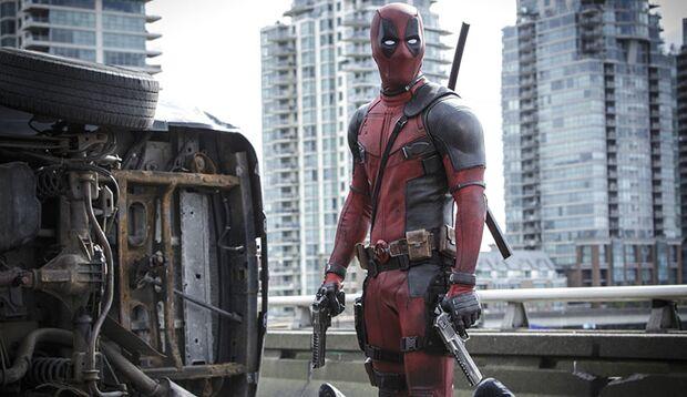 """Marvels selbstironischer Anti-Superheld """"Deadpool"""" hat für Schurken, Zuschauer und Filmbranche nur bitterbösen Spott übrig"""