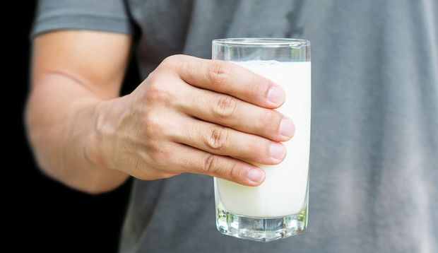 Milch enthält Stoffe, die den Schlaf fördern