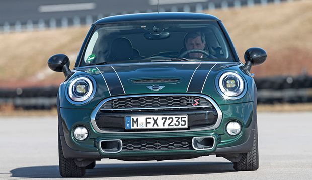 Mini Cooper mit Driving Assistant