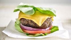 Mit Low Carb-Rezepten an den richtigen Stellen sparen, zum Beispiel am Burger-Brötchen