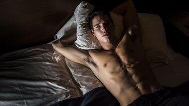 Mit diesen 6 Tipps schläfst du trotz Hitze gut ein