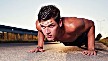 Mit diesen Ganzkörper-Trainingsplänen werden Sie Ihren Oberkörper ins Heldenformat bringen