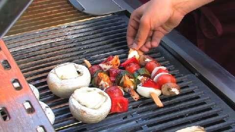Mit diesen vegetarischen Grill-Spezialitäten überzeugen die BBQ Brothers nicht nur Frauen