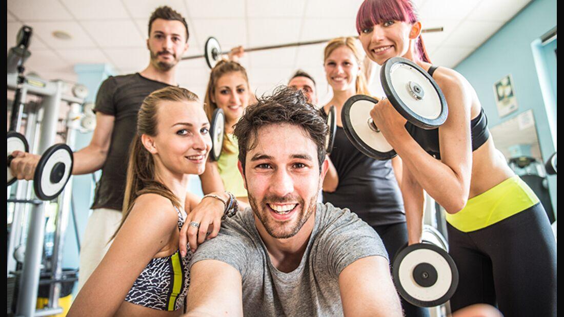 Mit einem Selfie im Fitness-Studio können Sie Ihren Traumkörper ins rechte Licht rücken