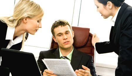 Mitarbeiterführung: Es ist besser das Team zu beteiligen, als es streng zu führen