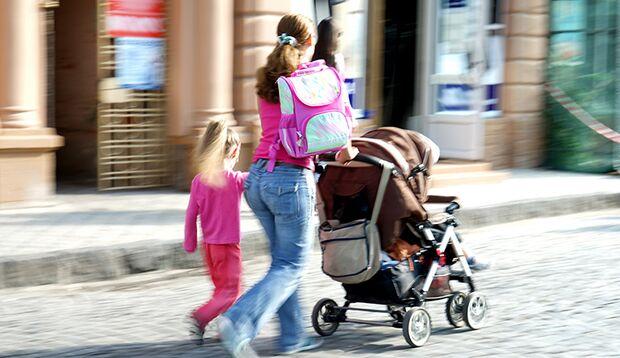 Mütter mit Kinderwagen erscheinen plötzlich in einem ganz anderen Licht