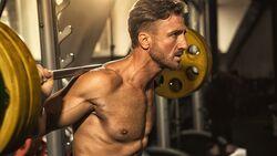 Muskelaufbau mit 40: So trainieren Männer ab 40 Jahren