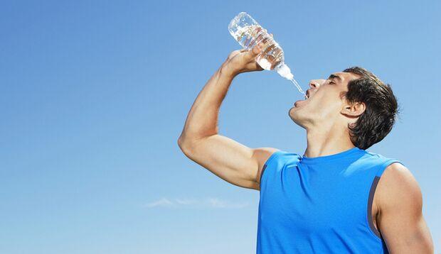 Muskelaufbau nur bei ausreichender Wasserzufuhr