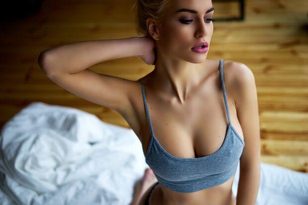 Nach dem Orgasmus ist sie in Gedanken schon nicht mehr im Bett