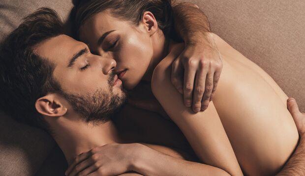 Nackt Schläfer haben eine stärkere Bindung zum Partner.