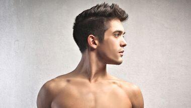 Nasen- und Ohrenhaare sollten Männer regelmäßig entfernen