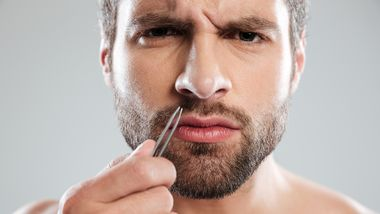 Nasenhaare entfernen – so geht's