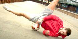 Neuer Trendsport: Fußball-Freestyle verbindet Fußball und Akrobatik