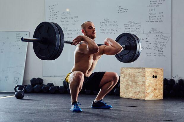 Nicht nur bei einer Trichterbrust steht Man(n) ohne regelmäßiges Training schlechter da