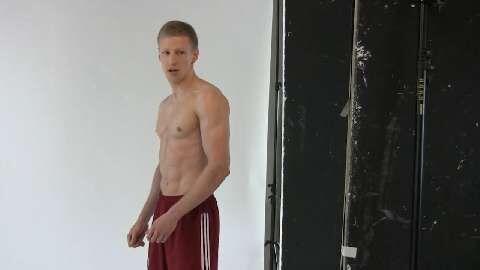 """Nico wurde in 8 Wochen zur Actionfigur, hat jetzt ein knackiges Sixpack und 4,8 Kilo mehr Muskelmasse. Nico: """"Der Weg zum Waschbrett ist eine reine Kopfsache? Stimmt!"""""""