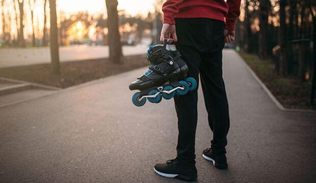 Nomad_Soul_outdoor_sport_herbst_skating_mann_mit_skates