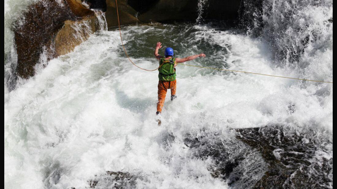 Ohne Guide und Absicherung sollten Sie beim Wildwasserschwimmen nie ins Wasser gehen