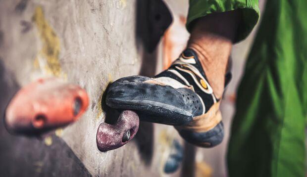 Ohne Kletterschuhe – kein Bouldern!