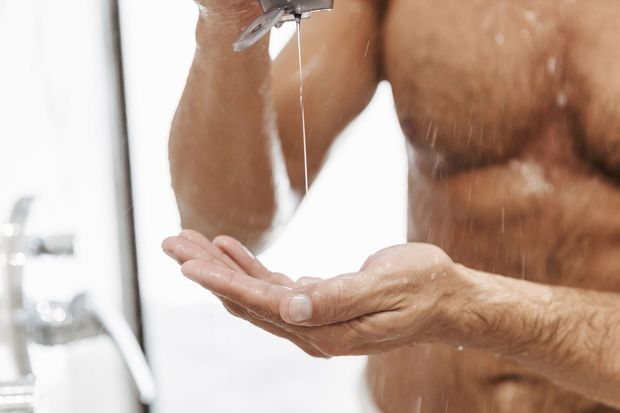 PH-neutrale Duschgels schonen die Haut.