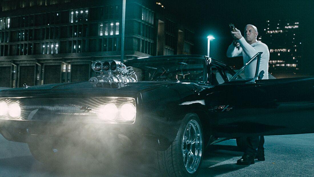 Paul Walker und Vin Diesel dürfen ein letztes Mal zusammen mit Bleifuß ganze Straßenzüge in Schutt und Asche legen.
