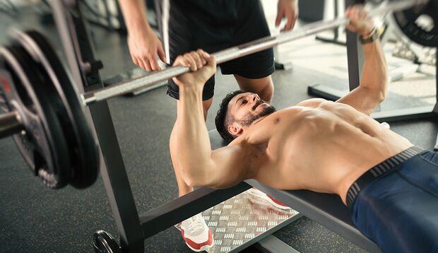 Pausenlos mit einem Trainingsbuddy zu trainieren, erhöht den Muskelumfang