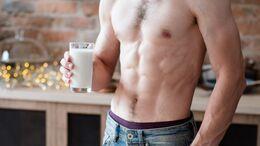 Pflanzlicher Milchersatz aus Hülsenfrüchten eignet sich am besten zum Muskelaufbau.