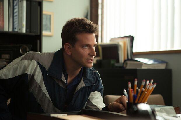 Polizist Avery (Bradley Cooper) wird in die schmutzigen Machenschaften seiner Kollegen verstrickt