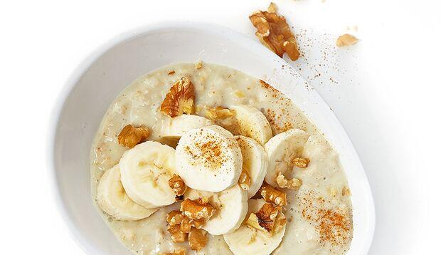 Porridge mit Banane und Walnüssen