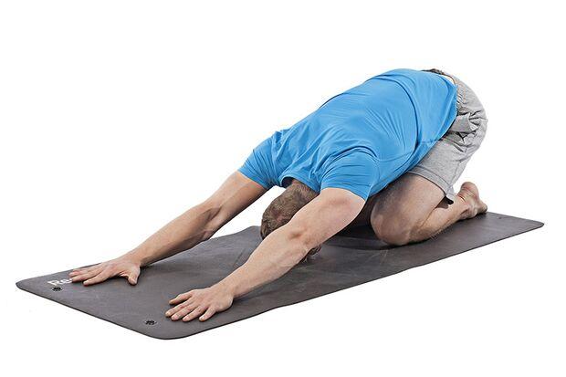 Prasara-Yoga-Übungen dehnen und strecken den gesamten Körper